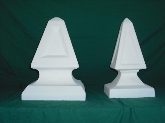 De izquierda a derecha: Obelisco 30x30x41 cm y Obelisco 22x22x35 cm - Balaustre Sol