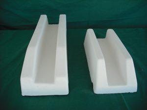 De izquierda derecha: Vierteaguas 41x11x9 cm.; 29x12x8 cm. - Balaustre Sol