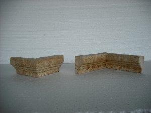 De izquierda a derecha: Esquina saliente Época y Esquina entrante envejecida Época - Balaustre Sol