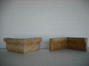 De izquierda a derecha: Esquina salinte Monasterio 25x12x5,5 cm. / Esquina entrante MOnasterio (mismas medidas) - Balaustre Sol