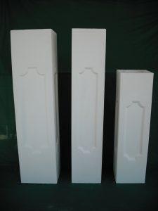 De izquierda a derecha: PIlares: 25x25x100; 20x2x100; 20x20x75 cm. - Balaustre Sol