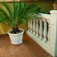 Instalación en una terraza interna de nuestra balaustrada modelo Rosa Fina en Valencia