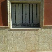 Piedra envejecida en una casa de Cheste, Valencia